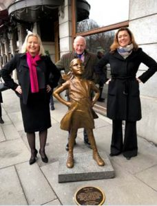 Von der Wall Street nach Oslo: Fearless Girl der Künstlerin Kristin Visbal symbolisiert auch, wie Frauen investieren. (Foto: Grand Hotel / Ringnes Stiftung)