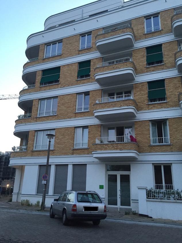 Wohnhaus in Berlin (Foto: Bomsdorf).
