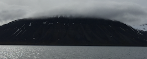 Fifty Shades of Grey - Nordfjorden, Svalbard. (Foto: Bomsdorf)